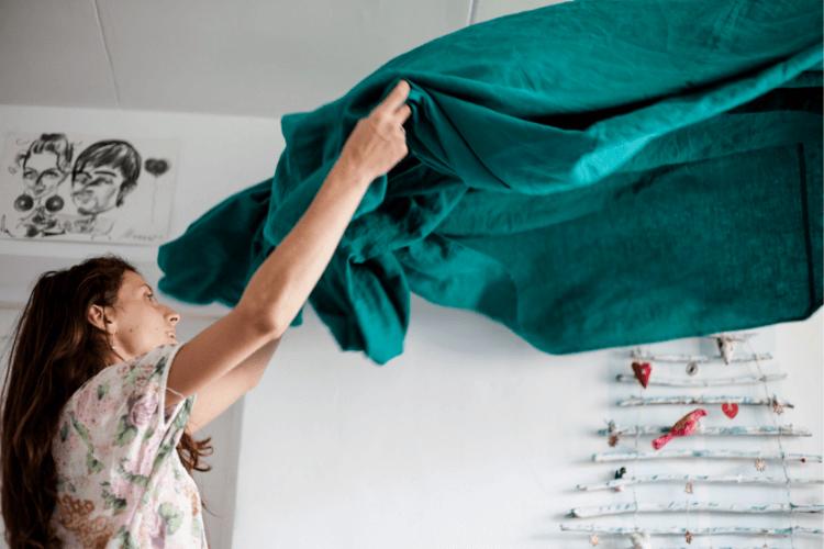 astuces-maison-propre-nettoyer-sa-maison-naturellement-guide-bien-entretenir-sa-maison-nettoyage-maison-nettoyage-vitres-nettoyage-carrelage-nettoiement-nettoyage-des-vitres